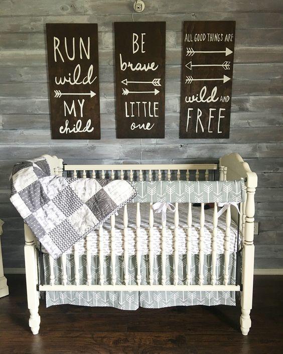 Transitional Nursery With Rustic Wood Wall: Pokój Noworodka INSPIRACJE