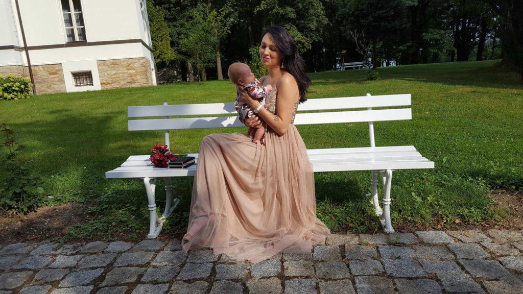 wesele z niemowlakiem, karmienie piersią w miejscach publicznych